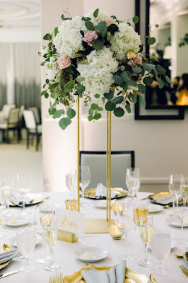 floral centerpieces on tall gold stands