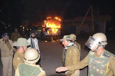 फतेहपुर मामला: 3 गिरफ्तार लोगों को छोड़ने की मांग को लेकर देर रात 2 बजे तक शव लेकर घर के बाहर बैठे रहे लोग
