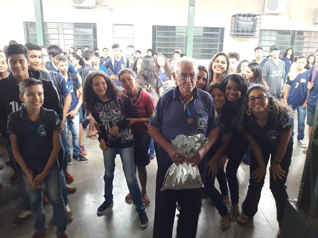 Sr. Tônico celebrou nessa semana 86 anos e recebe homenagem da Escola Casimiro de Abreu