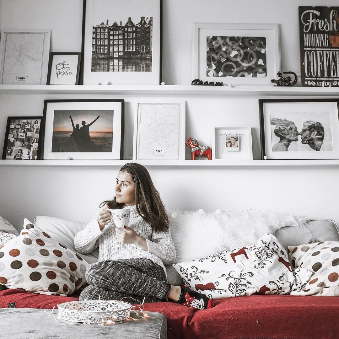 pomysł na ramki, wnętrza, styl skandynawski, ramki ikea, półki ikea, ściana z ramkami, wall art, blog lifestyle