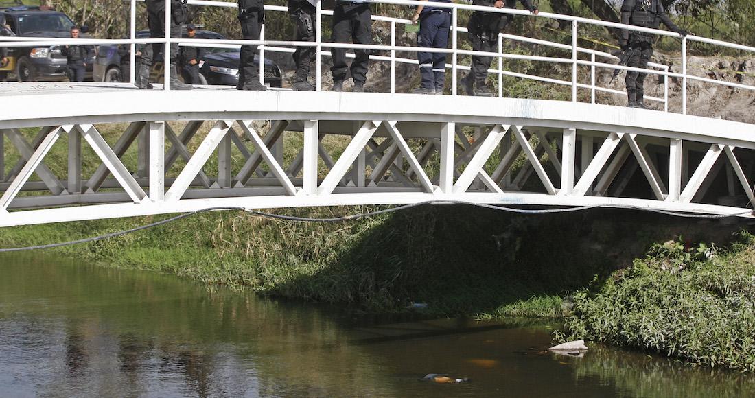"""Fiscalía halla en tierra de """"El Mencho""""  macabra carnicería, 11 bolsas con restos humanos en canal donde dejaron 19 cuerpos en marzo"""