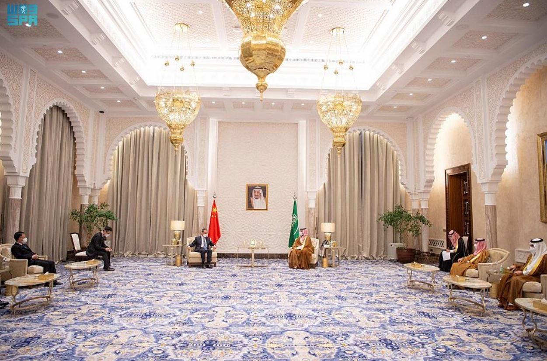 ولي العهد السعودي يجتمع مع وزير خارجية الصين