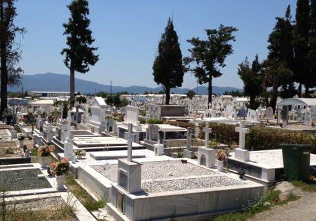 Αδιανόητη φρικαλεότητα στην Καλαμάτα: Μαθητές ξέθαψαν πτώμα και το έβαλαν να κοιτά την είσοδο του νεκροταφείου