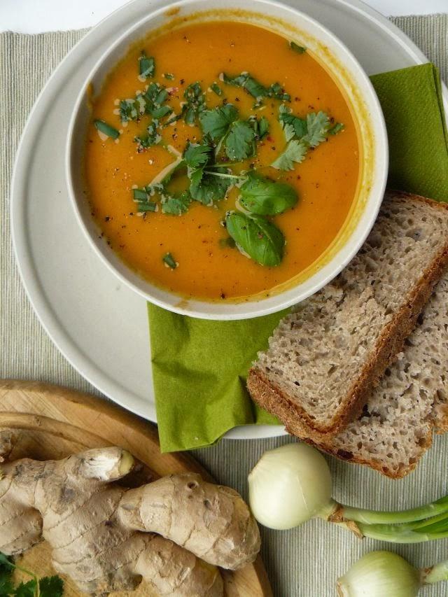 Zupa marchewkowa z czerwonym curry
