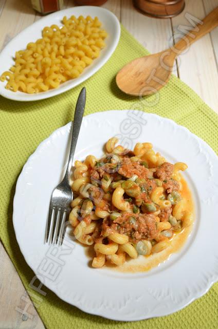 hiperica di lady boheme blog di cucina, ricette gustose, facili e veloci. Ricetta pasta con fave e salsiccia