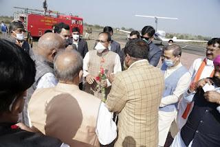 मुख्यमंत्री शिवराज सिंह चौहान का उज्जैन हवाई पट्टी पर आत्मीय स्वागत