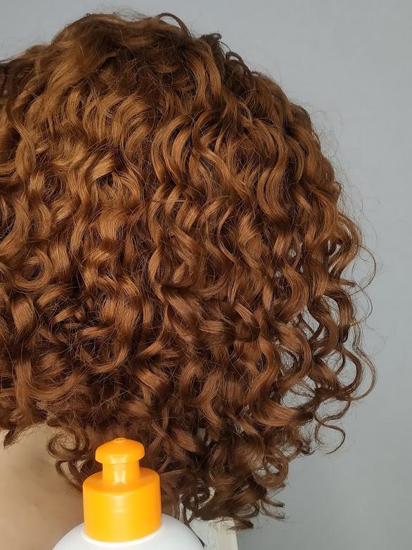 cabelo cacheado ruivo desbotado finalizado