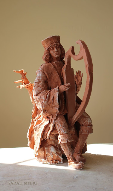 David, king, harp, music, sculpture, escultura, skulptur, scultura, art, arte, kunst, terracotta, clay, red, earthenware, medieval, sixteenth, century, details, Sarah Myers, kunstwerk, sgraffito, biblical, renaissance, classic, figurative, contemporary, ceramic, pensive, boots, tree, jesse, figure, sunlight, ceramic, ceramica