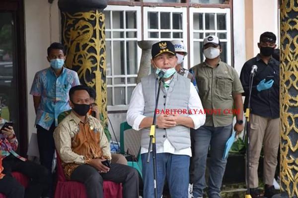 Kunjungi Bartim, Gubernur Kalteng Pantau Penanganan Covid- 19 dan Serahkan Bantuan Sosial untuk 7.132 KK Terdampak