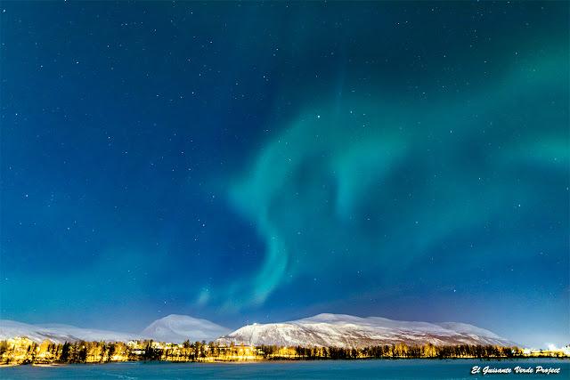 Aurora Boreal sobre Presvannet, Tromsø - Noruega por El Guisante Verde Project