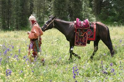 kyrgyzstan small group tours, kyrgyzstan art craft textile tours, kyrgyzstan holidays