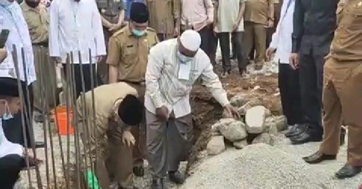 Bupati Adirozal Bersama Sekda Asraf Letakkan Batu Pertama Pembangunan Pesantren Tahfidz Qur'an Insan Madani
