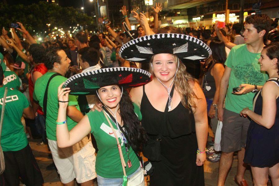 NAVIO COM MAIS DE 3 MIL MEXICANOS CHEGOU ONTEM A FORTALEZA PARA O JOGO DE  HOJE CONTRA O BRASIL bfcc52dc8bc8d