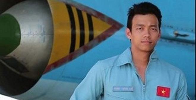 Dân mạng tìm kiếm chàng phi công 9X điển trai, đàn hát giỏi