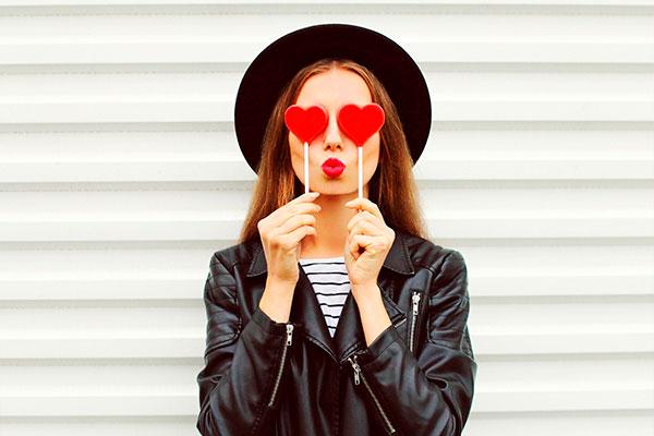 Пухлые губы «Как у Джоли» - массаж, питательные маски и гимнастика