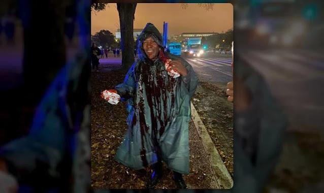 Pregador é atacado por satanista com balde de sangue durante culto nos EUA