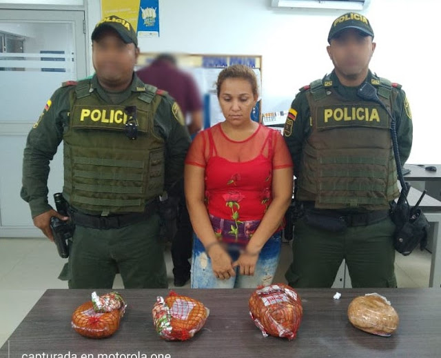 Mujer roba cuatro perniles de cerno de almacén de cadena en Riohacha