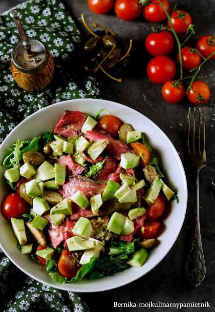 salatka, rostbef, kolacja, przekaska, wolowina, wolne pieczenia, dieta, bernika, kulinarny pamietnik