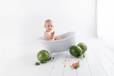 Cara Aman Memandikan Bayi Baru Lahir