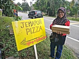 Jemapoh Pizza, Kuala Pilah | Pizza kampung bakar atas dapur kayu api yang viral!