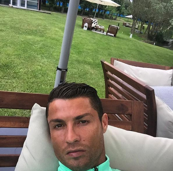 Cristiano Ronaldo shows off his perfect hair in new selfie