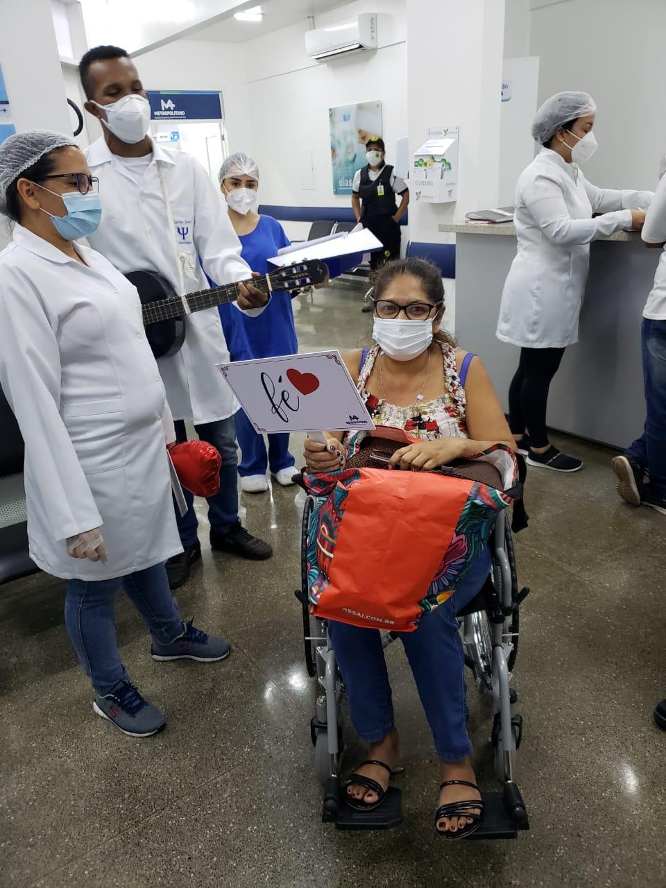 Jangadense técnica de enfermagem com Covid-19 recebe alta após oito dias internada no hospital em VG