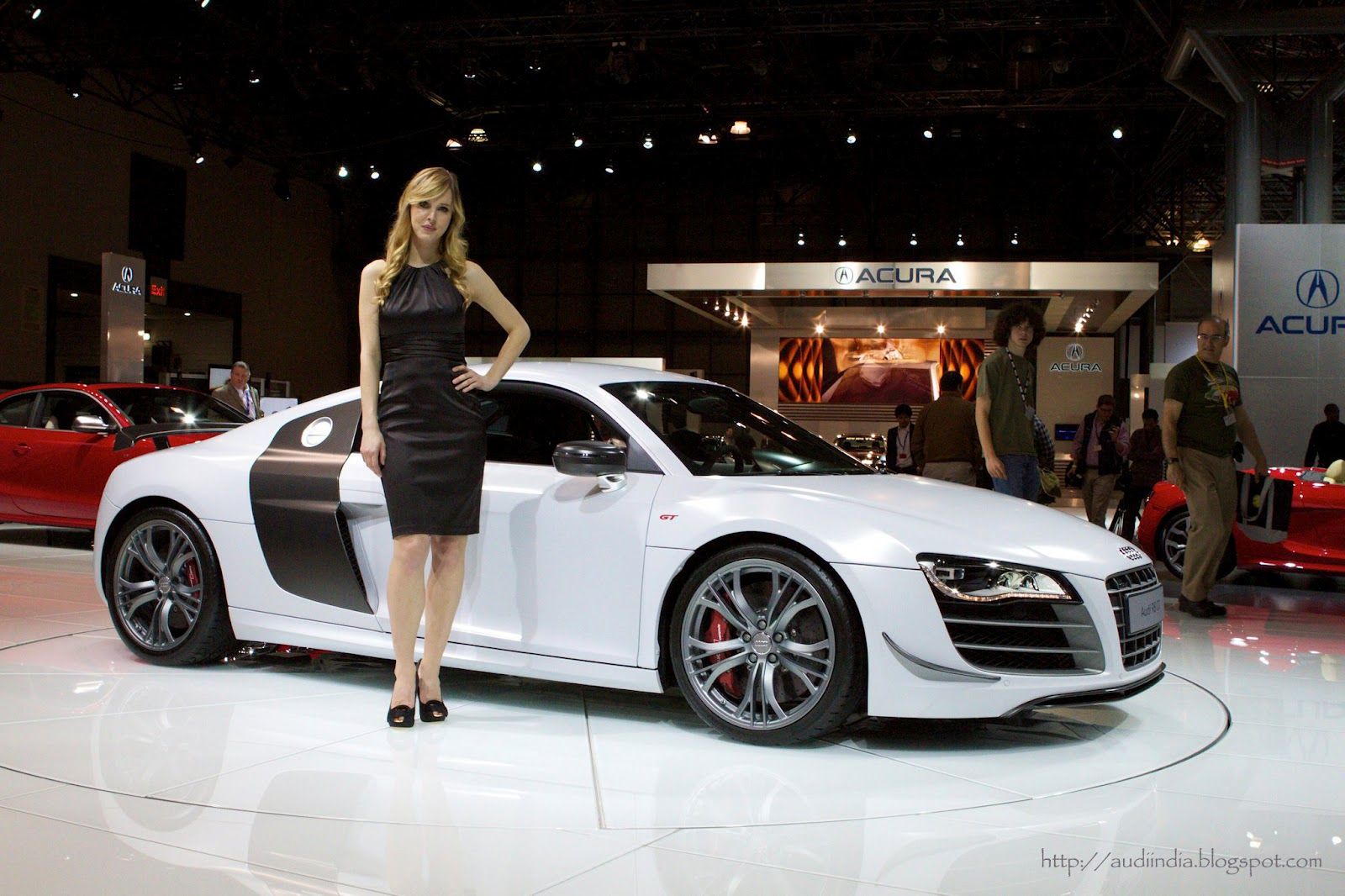 hot models vs audi r8 the world of audi. Black Bedroom Furniture Sets. Home Design Ideas