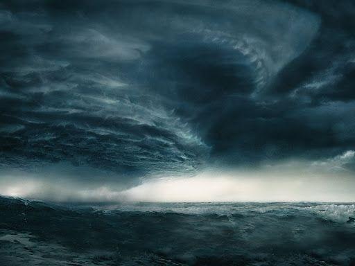 Tempestade 'Raoni' impede movimentação de navios nos portos de SC