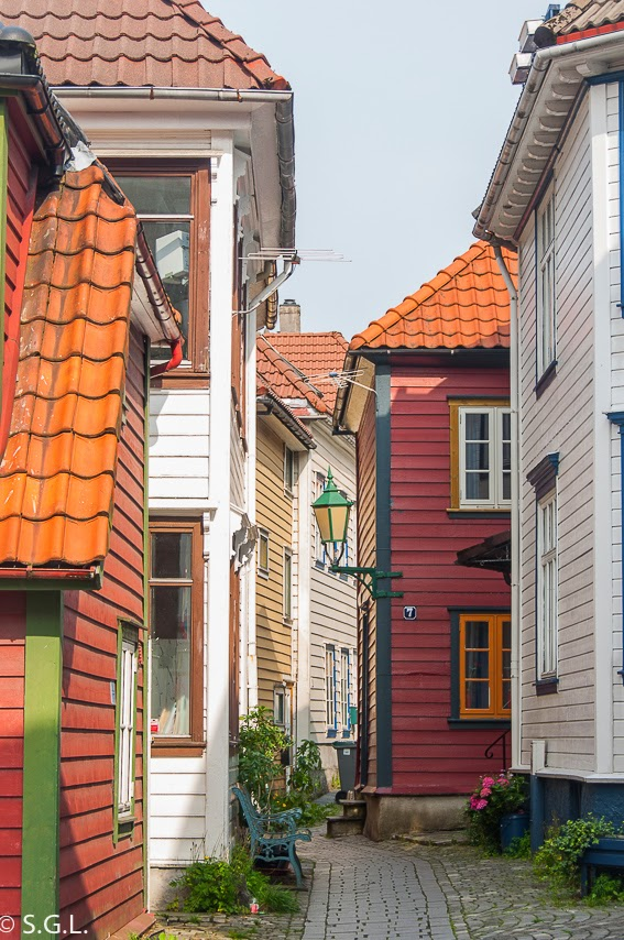 Calle de Bergen. Noruega. Hoy compartimos-calles, caminos y carreteras