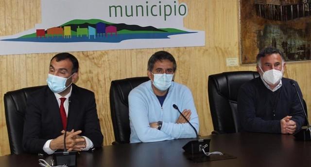 Alejandro Santana y alcaldes