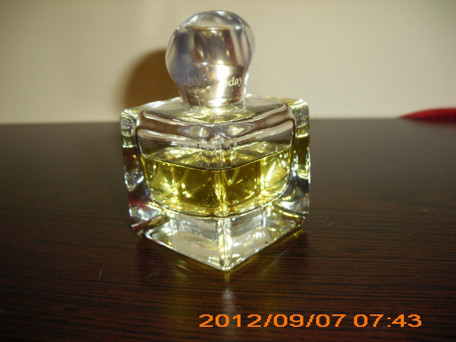 Pembe Günlük Avon Today Parfüm Deniyoruz