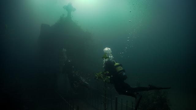 haunted underwater house