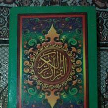 Bagaimana Hukumnya Menyentuh Tulisan Al-Qur'an di Handphone