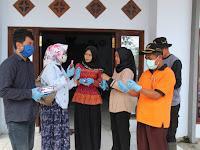 Malang Zona Merah Covid-19, Tantri Bararoh Bersama GMNI Malang Raya Bagi-bagi Hand Sanitizer dan Sarung Tangan Gratis