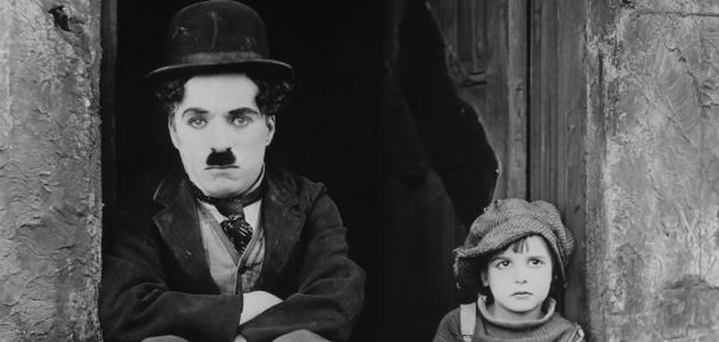 Na época natalícia deste ano, o CCB vai exibir no Grande Auditório o clássico do cinema mudo The Kid (O Garoto de Charlot no título português), realizado e protagonizado por Charlie Chaplin, que se inspirou na sua própria infância.