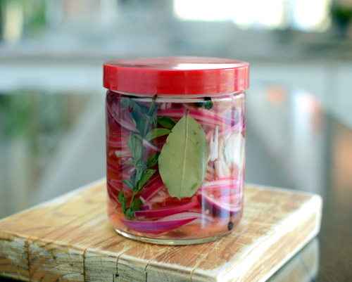 Spiced Pickled Red Onions ♥ KitchenParade.com, a game changer for tacos, salads, eggs and more.