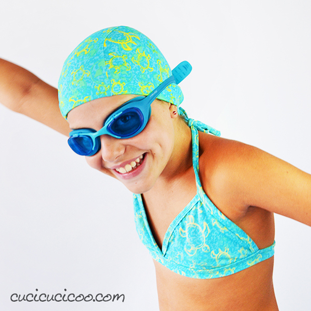 Learn how to sew a swimming cap for adults and children. Free pattern and tutorial by Cucicucicoo.