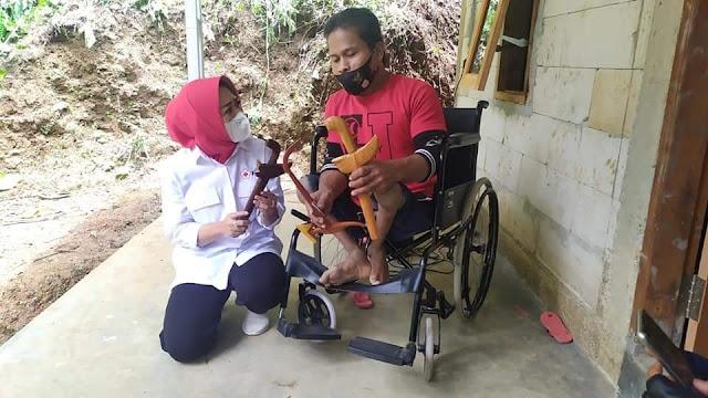 Warga disabilitas mendapat kunjungan Bupati
