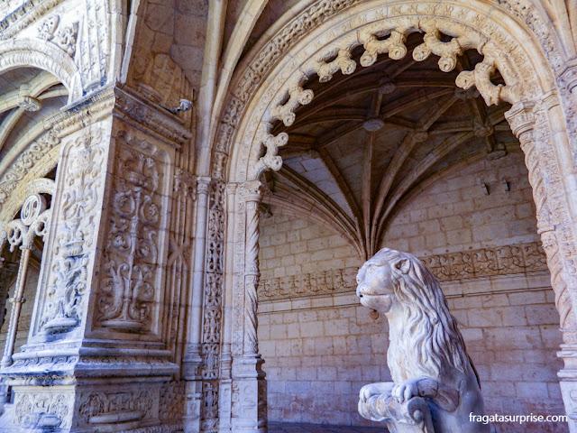 Fonte dos Leões, no claustro central do Mosteiro dos Jerónimos, Lisboa