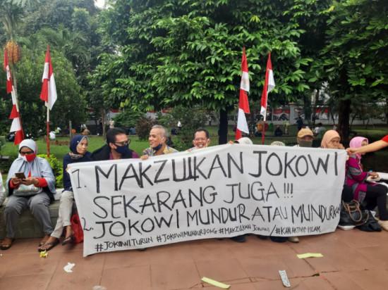 "Spanduk Poster ""Makzulkan Jokowi"" Bertebaran saat Deklarasi KAMI. Bakal Ditangkap?"