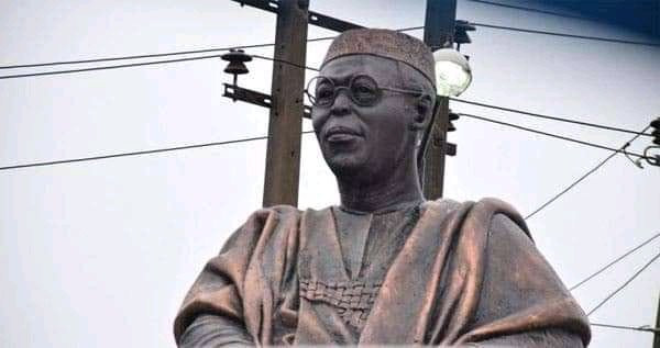 Hoodlums Steal Obafemi Awolowo's Glasses From His Statue (Photos) #Arewapublisize
