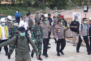 KUNJUNGAN KERJA KAPOLRI DAN PANGLIMA TNI DI RS. COVID-19 GALANG