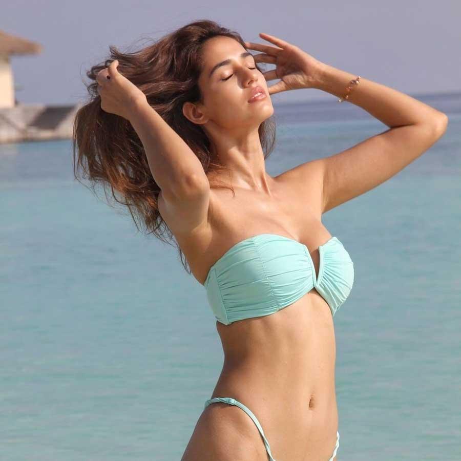 disha-patanis-sexiest-bikini-photos