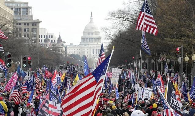 4 pessoas são esfaqueadas e 33 presas após manifestação de oração nos EUA