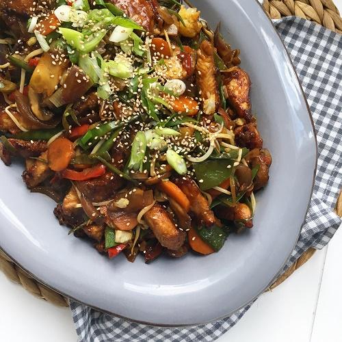 Asia-Gemüsepfanne mit Hähnchen