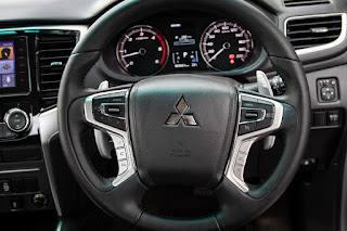 Review of New Mitsubishi Triton Ultimate AT Dual Cabin 4WD 2019: steering wheel