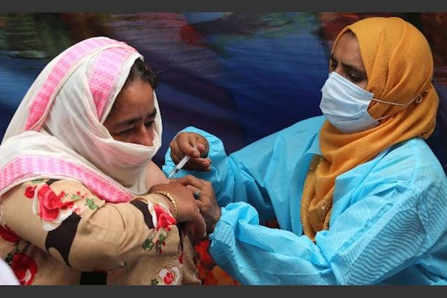 Vacuna falsa de covid-19 en la India. Vacunas de agua salina fueron aplicadas a miles de personas