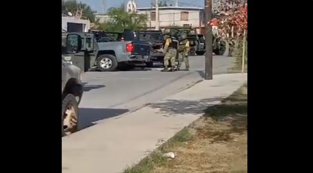 Video; Les cerraron el paso, Sicarios que emboscaron a un convoy de Militares no tuvieron mas vida para contarlo y 4 fueron neutralizados aun dentro de su camioneta