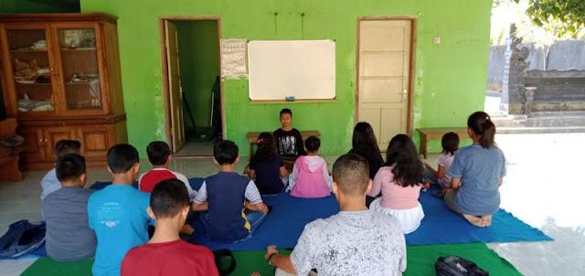 Dalami Ilmu Agama, Anak-Anak Belajar di Pura Yonif Raider 514 Kostrad
