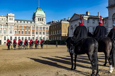Guardia de Caballeros Reales en la ciudad de Londres